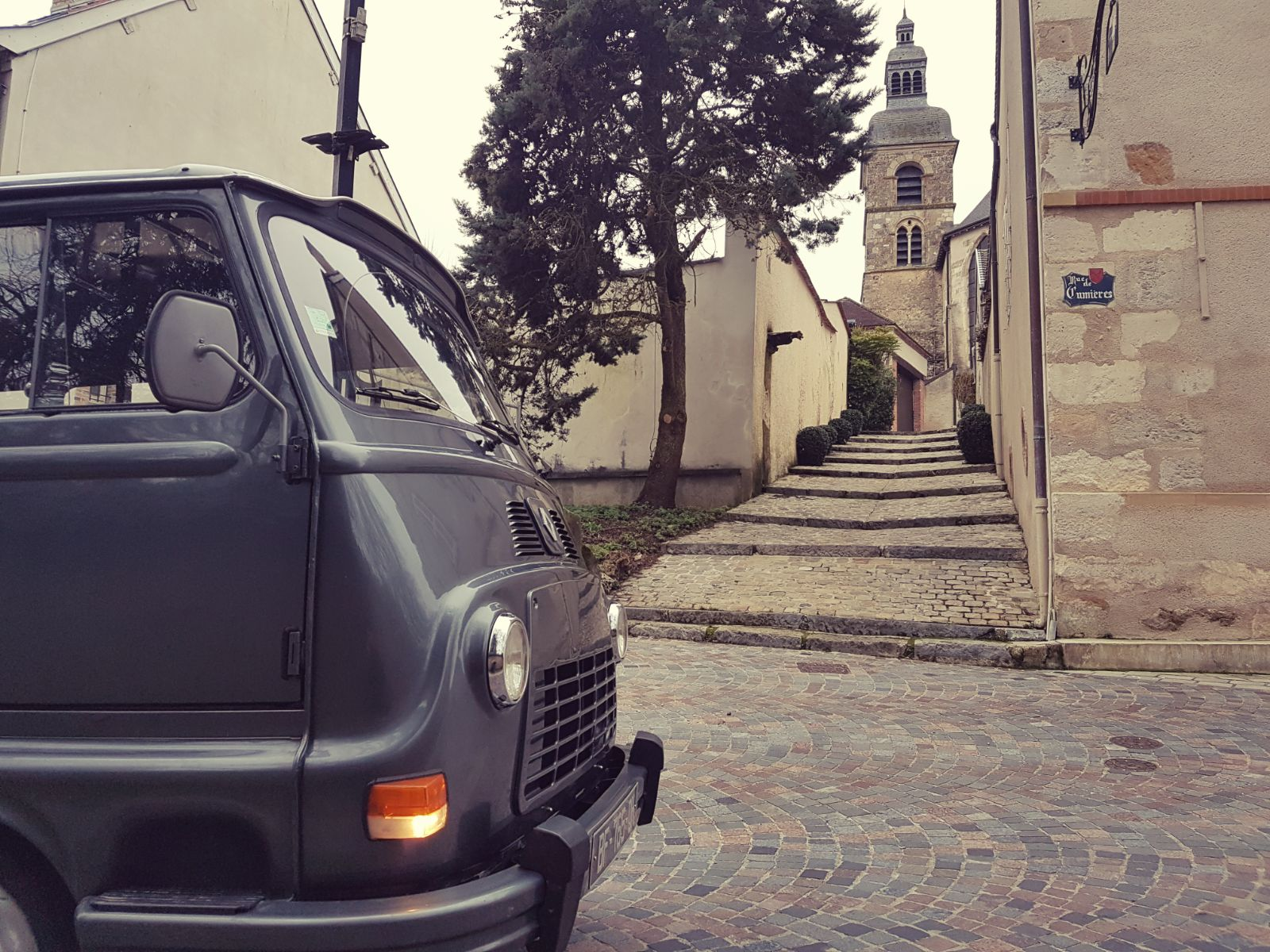 Vintage Champagne tours - Wine tours in a vintage van Reims Epernay Hautvilliers
